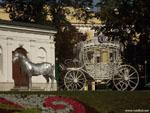 Минск: световая фигура лошади с каретой.