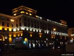 Ночной Минск: полосатая подсветка на проспекте Независимости.