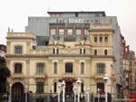 Хихон: скромное здание банка.