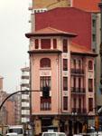 Хихон: угловое здание.