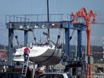 Ла-Корунья: очередная яхта выходит с зимовки.