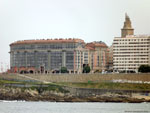 Ла-Корунья: самое заметное здание на набережной.