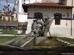 Леон: механический фонтан.