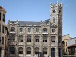 Леон: старинное здание почты ( Antiguo Edificio de Correos. ).